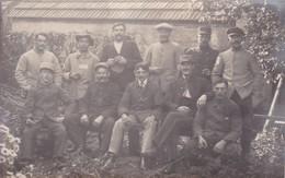 Militaria Guerre 1917 Carte Photo Prisonniers Camp De Mannheim  Français & Russe Marque 8 Au Verso - War 1914-18