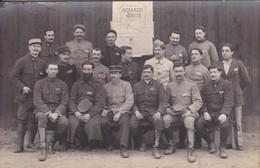 Militaria Guerre 1918 Carte Photo Prisonniers Camp De Mannheim Troupe Théâtrale Armand Gaité Le Personnel 24/3/18 - Guerra 1914-18