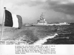 """-MILITAIRE -(Photos) - """"Le Croiseur-Ecole Porte-hélicoptère JEANNE D'ARC"""" § """"L'Aviso-Escorteur Victor SCHOECHER"""" - - Photographie"""