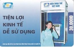 TARJETA CON CHIP DE VIETNAM DE UNA MUJER HABLANDO POR TELEFONO 30000 D - Vietnam