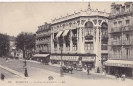 """64 BIARRITZ . CPA .LA PLACE DE LA LIBERTE ET LE MAGASIN """" BIARRITZ BONHEUR """" . ANNEE 1910 - Biarritz"""