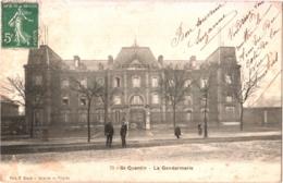 CPA 02 (Aisne) Saint-Quentin - La Gendarmerie, Avec Gendarmes En Tenue 1907 édit. C. Bloch, Galeries Du Progrès - Saint Quentin