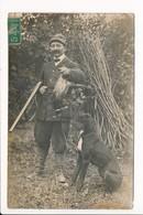 Carte Photo De Chasseur Avec Gibier /chien De Chasse / Fusil ( Très Beau Plan ) - Jagd