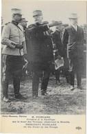 MR POINCARE SUR LE FRONT - Militaria