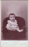 Photographie : Carte De Visite : Bébé - Assis : Photo. G. LANG Et Ses  Fils - Montélimar - Drôme - Voir 2 Scans - Alte (vor 1900)
