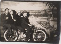 NICE - Photo De Foire, Fête Forraine, Moto, Promenade Des Anglais, Fond Photographique Forrain Pas Passe-tête - Places