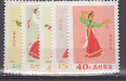 COREE DU  NORD       1966              N °  686 / 690               COTE      12 € 00           ( Q 133 ) - Corée Du Nord