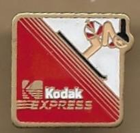 """Pin's Ski Skieur Photographie """"Kodak Express"""" Siège 108 Avenue De La Liberté (94) Maisons-Alfort - Wintersport"""