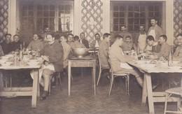 Militaria Guerre 1918 Carte Photo Les Prisonniers Guerre Français Internés En Suisse Beausejour Genève Salle A Manger - Guerra 1914-18