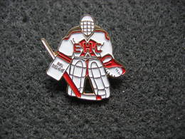 Pin's Club Hockey Sur Glace De La Ville De Biel-Bienne En Suisse - Skating (Figure)