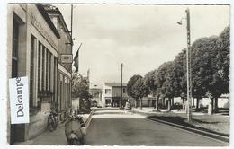 L'ISLE-d'ESPAGNAC (16) - La Poste Et La Place De La Liberté (Scooter)  -   Cpsm - France