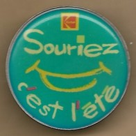"""Pin's Société """"Kodak Souriez C'est L'été"""" Siège 108 Avenue De La Liberté (94) Maisons-Alfort - Photographie"""