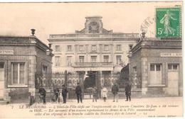 Le Neubourg - L'Hôtel De Ville édifié Sur L'emplacement De L'ancien Cimetière St-Jean............ - Le Neubourg