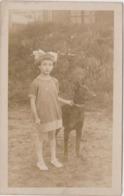 Photo D'une Petite Fille Avec Un Dobermann à BONN (allemangne), Chien, 1925, Deux Inséparables - Anonymous Persons