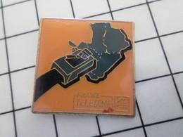 "416c Pin's Pins / Beau Et Rare / THEME : FRANCE TELECOM / PRISE RJ45 DE ""FRANCE TELECOME"" Sic ! - France Telecom"