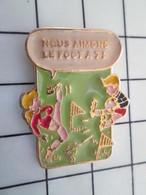 416c Pin's Pins / Beau Et Rare / THEME : SPORTS / NOUS AIMONS LE FOOT A 7 FOOTBALL - Football