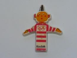 Pin's BONHOMME KODAK A - Photographie