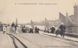 LES SABLES-d'OLONNE: Sablaises Réparant Leurs Filets - Sables D'Olonne