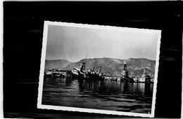 BATEAU MILITAIRE  DETRUIT PENDANT LA GUERRE 39/45  DANS LE PORT DE TOULON EN 1942  COMMANDANT TESTE - Schiffe