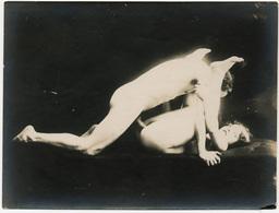 Photographie érotique. Tirage Original D'époque, C 1900.  Photographie D'une Très Grande Vigueur De Contraste  FG1026 - Erotic & Fine Nudes (...-1960)