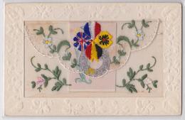 Carte Postale Brodée Militaire Avec Pochette Et Carton Broderie Trèfle Drapeau Belgique Union Jack Embroidered Postcard - Bordados