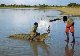 1 AK Tschad * République Du Tchad * Kinder Mit Einem Krokodil * Crocodile * Tier Animal * IRIS Karte 8976 * - Tchad