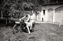 Photo Originale Motocyclisme, Duo Féminin Sur Une Moto à Identifier Vers 1920/30 - Wielrennen