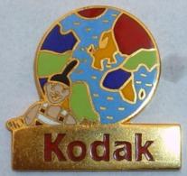 Pin's KODAK MAPPEMONDE -  TOUTES LES COULEURS DU MONDE - Photography