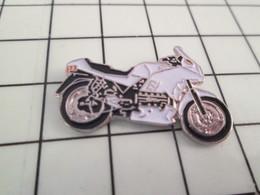 412d Pin's Pins / Belle Qualité Et TB état !!!! : THEME : MOTOS / GROSSE SPORTIVE NOIRE ET BLANCHE - Motorfietsen