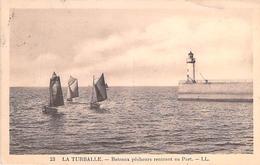 LA TURBALLE. Bateaux Pêcheurs Rentrant Au Port. - La Turballe