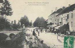 PONT D'OUCHE - Une Rue Du Village Animée - France
