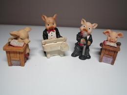 4 COCHONS MUSICIEN CHANTEUR ETUDIANT Pour Collection. - Cerdos