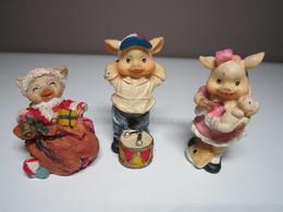 3 COCHONS ENFANTS PÈRE NOEL Pour Collection. - Cerdos