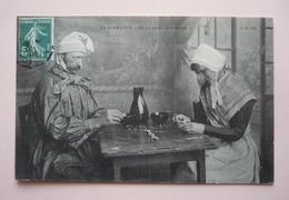 EN NORMANDIE  -  La Partie De Dominos ( III ) - Costumes Régionaux - Juegos