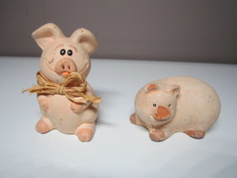 2 COCHON Pour Collection. (1 Cochon Nez Cassé) - Cerdos