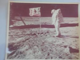 USA THE MOON BUZZ ALDRIN AND US FLAG (NR74) - Otros