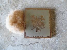 Poudrier Ancien - Décor Fleur Ciselée Métal Or Rose Et Argent Glace Intérieure Biseauté Compartiment Poudre Avec Tamis - Accessories
