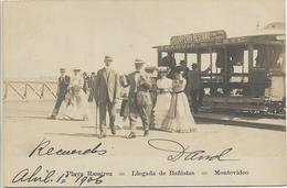 133476 URUGUAY MONTEVIDEO PLAYA RAMIREZ LLEGADA DE BAÑISTAS & TRAMWAY TRANVIA CIRCULATED TO ARGENTINA POSTAL POSTCARD - Uruguay