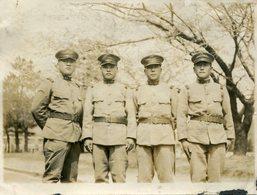 Rare Photo De Quatre Officiers De L'armée Impérial Japonaise Vers 1930 Sous Un Cerisier En Fleurs - Guerre, Militaire