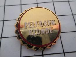 1216c Pin's Pins / Belle Qualité Et TB état !!!! : THEME : BIERES / CAPSULE DE BIERE PELFORTH BLONDE - Bière