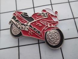 1216c Pin's Pins / Belle Qualité Et TB état !!!! : THEME : MOTOS / MOTO SPORTIVE ROUGE ET NOIR - Motorfietsen