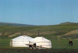 1 AK Mongolei * Jurten In Einer Landschaft In Der Mongolei * - Mongolië