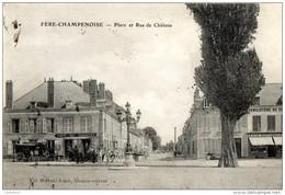 51 MARNE Place Et Rue De Chalons Devant Le Café Du Commerce Et Le Familistère De FERE-CHAMPENOISE - Fère-Champenoise