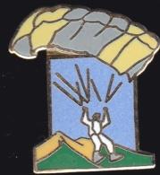 64962- Pin's-Parachute.Parapente.signé Démons Et Merveilles. - Paracadutismo