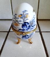 Oeuf En Porcelaine Décor Paysage Fermeture Fleurs ( D'autres Sur Le Site) - Eggs