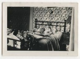 PHOTO ANCIENNE Portrait Post Mortem Femme Lit Fleur Photographie Corps Mort Photo Mortuaire Décès - Anonyme Personen