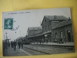 59 6846 CPA ORIGINALE - 59 HALLUIN. LA GARE. INTERIEUR - ANIMATION. TRAIN EN GARE - France