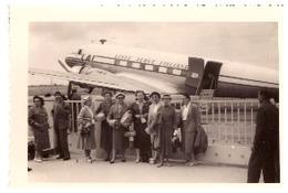 """AERODROME DE PALERME ""LINEE AEREE ITALIANE""   AVANT L'ENVOL POUR TUNIS   SICILE PENTECOTE 1955"" - Aviazione"