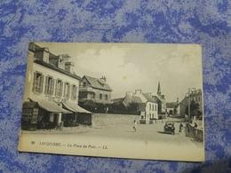 Cp 29  Locquirec La Place Du Port Animee Voiture Automobile Non Voyage - Locquirec