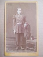 CDV  Jeune Militaire Debout -  III ème République - Voir Shako Sur Chaise - Infanterie - Photo Laudoyer à LYON - TBE - Guerre, Militaire